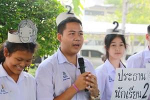 ผู้สมัครประธานนักเรียนกล่าวปราศรัยหาเสียง