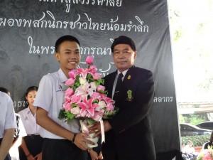 มอบดอกไม้ประธานนักเรียน ประจำปีการศึกษา 2560